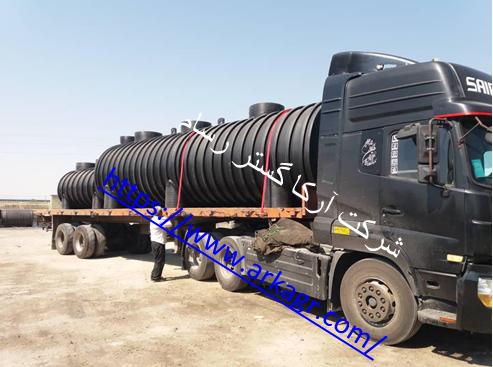 شکل 3. حمل سپتیک تانک ساخته شده پس از تست آببندی آن